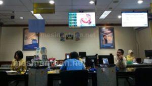 Mesin antrian di BCA membuat petugas ikut merasa nyaman